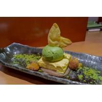 Pudding de maracuyá con helado de té verde, crema de castaña y crujiente de té verde