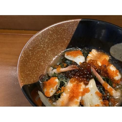 Ensalada de algas y mariscos con vinagreta de ciruela UME