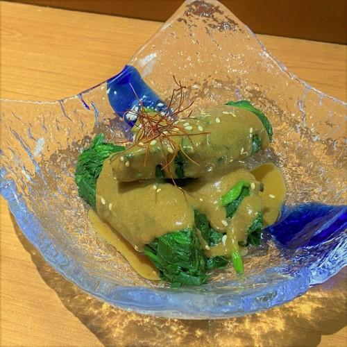 Ensalada de espinacas con salsa de sésamo