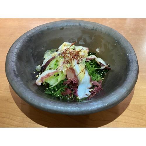 Sunomono: Pulpo, pepino y algas con vinagre de tosazu con miso dulce